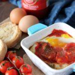 Terrine di pane e uova al pomodoro