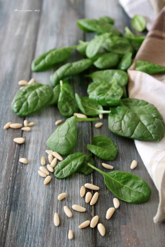 spinaci e pinoli