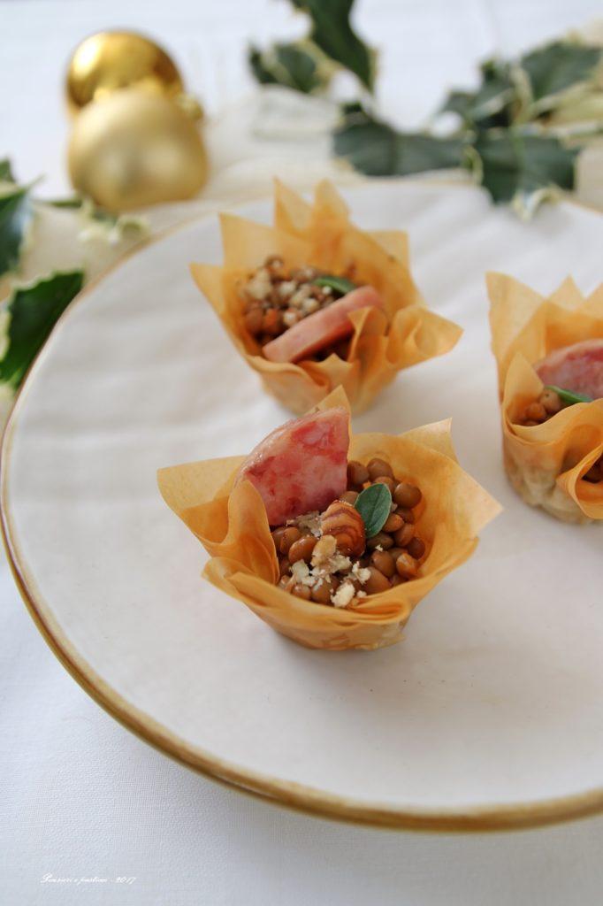 cestini croccanti alle lenticchie speziate, nocciole e cotechino