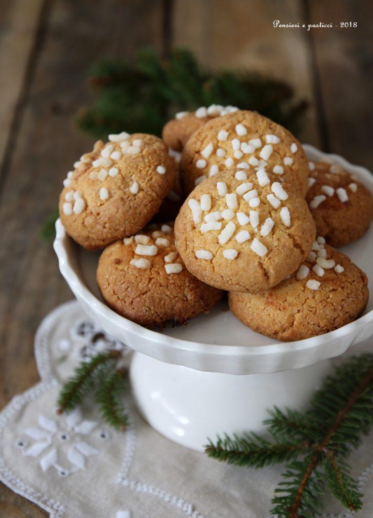 biscotti alla farina gialla e zuccherini