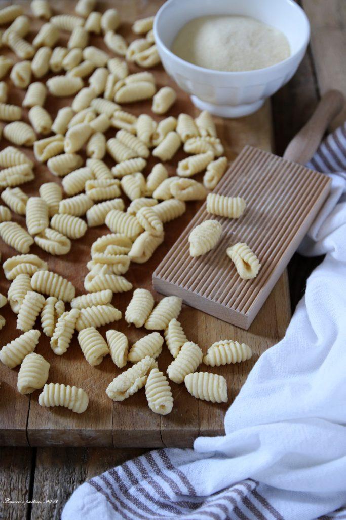 gnochetti di semola in crema di ricotta, broccolo e peperone crusco