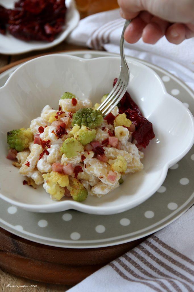 gnocchetti di semola in crema di ricotta, broccolo e peperone crusco