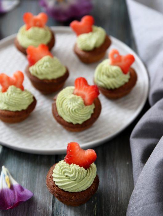 mini cupcakes al tè matcha e fragole