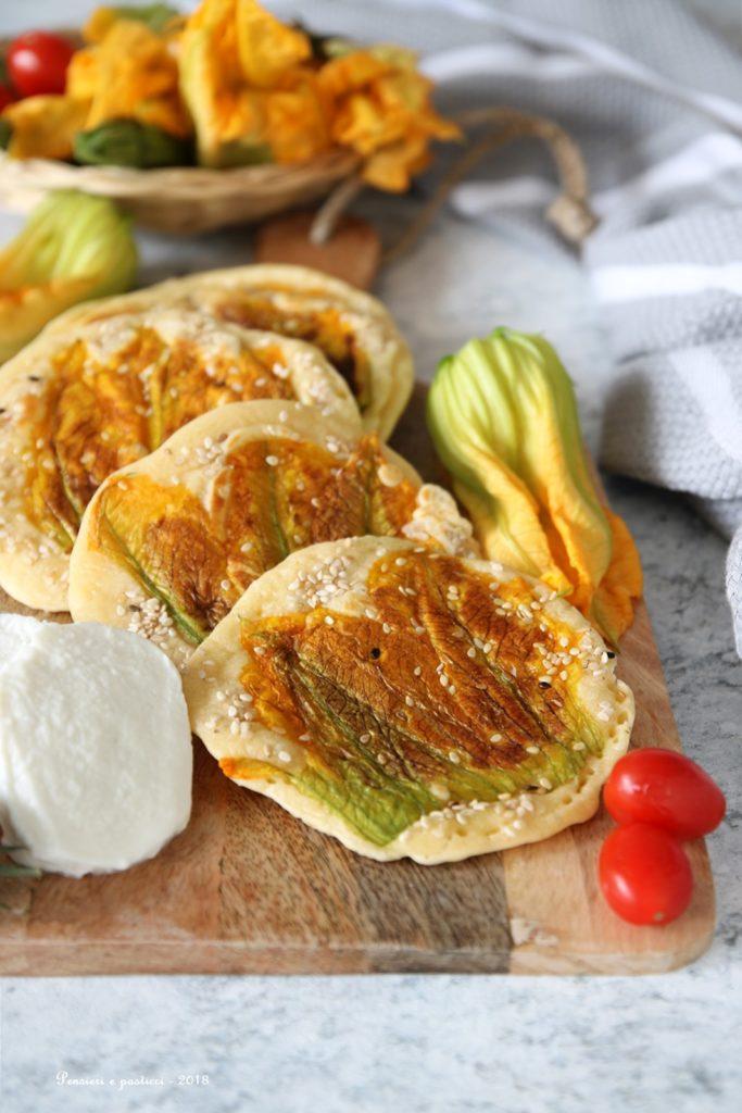 pancakes salati ai fiori di zucca e sesamo