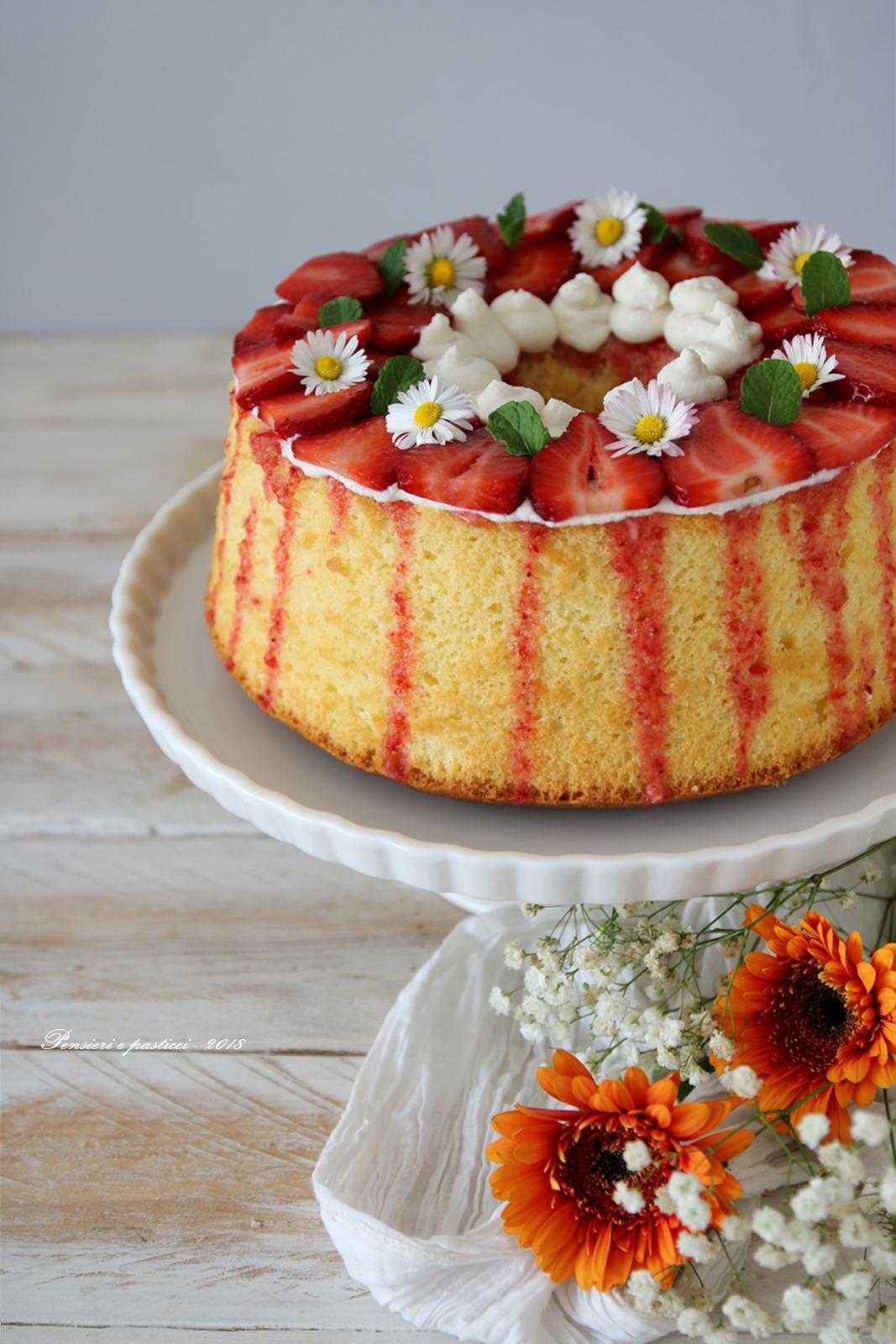chiffon cake al limone, crema e fragole