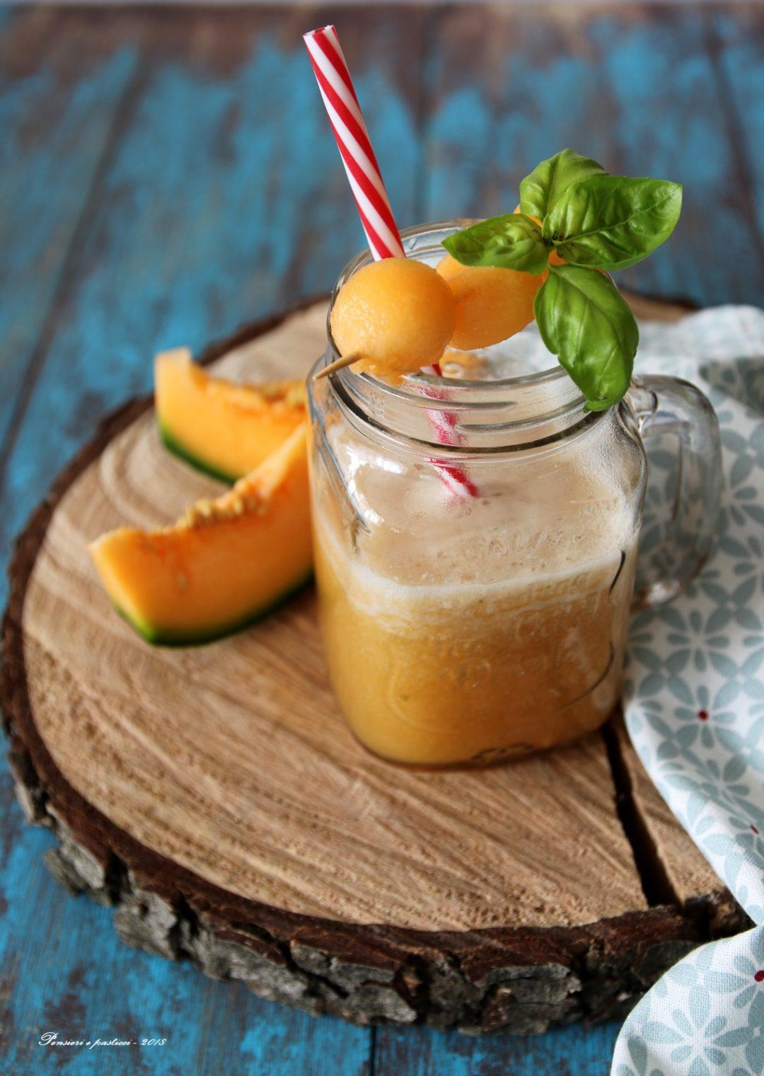 smoothie al melone, basilico e tè