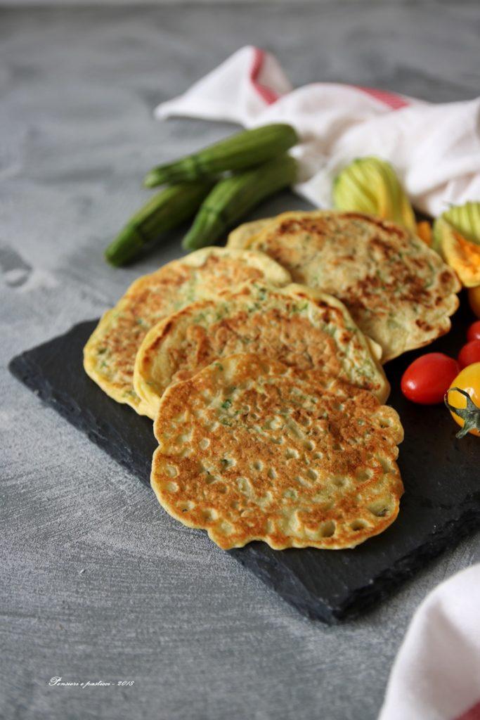 blinis alla farina di ceci e zucchine novelle