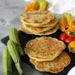 Blinis di farina di ceci e zucchine novelle