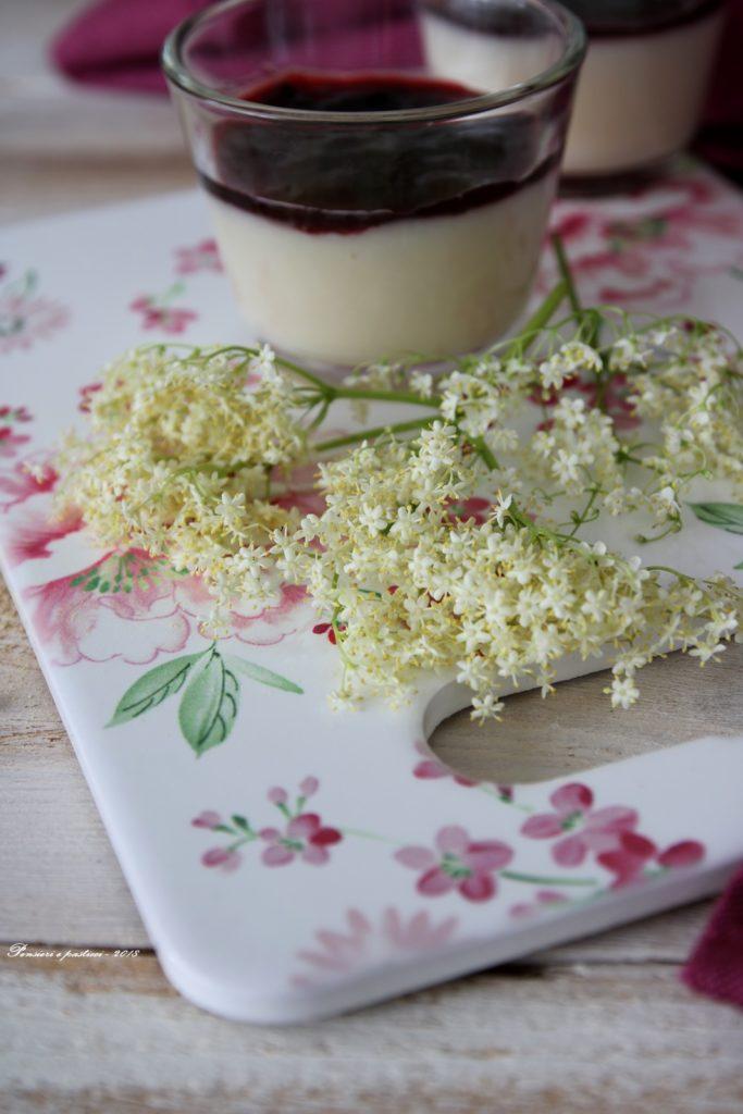 crema di latte al sambuco e frutti di bosco