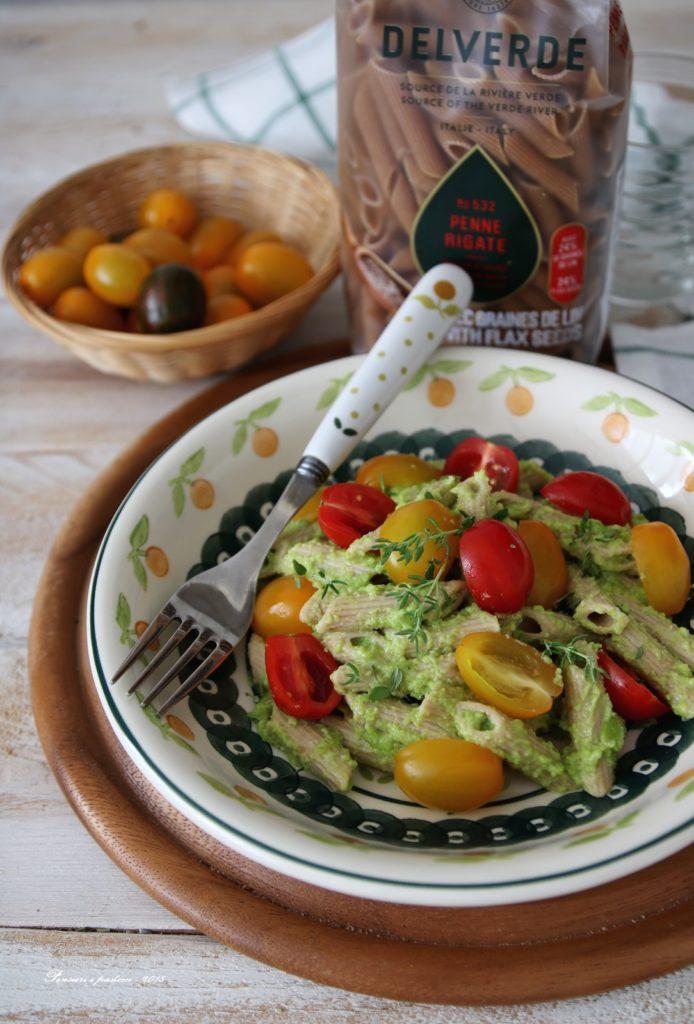 penne ai semi di lino con crema di fave, timo e pomodorini
