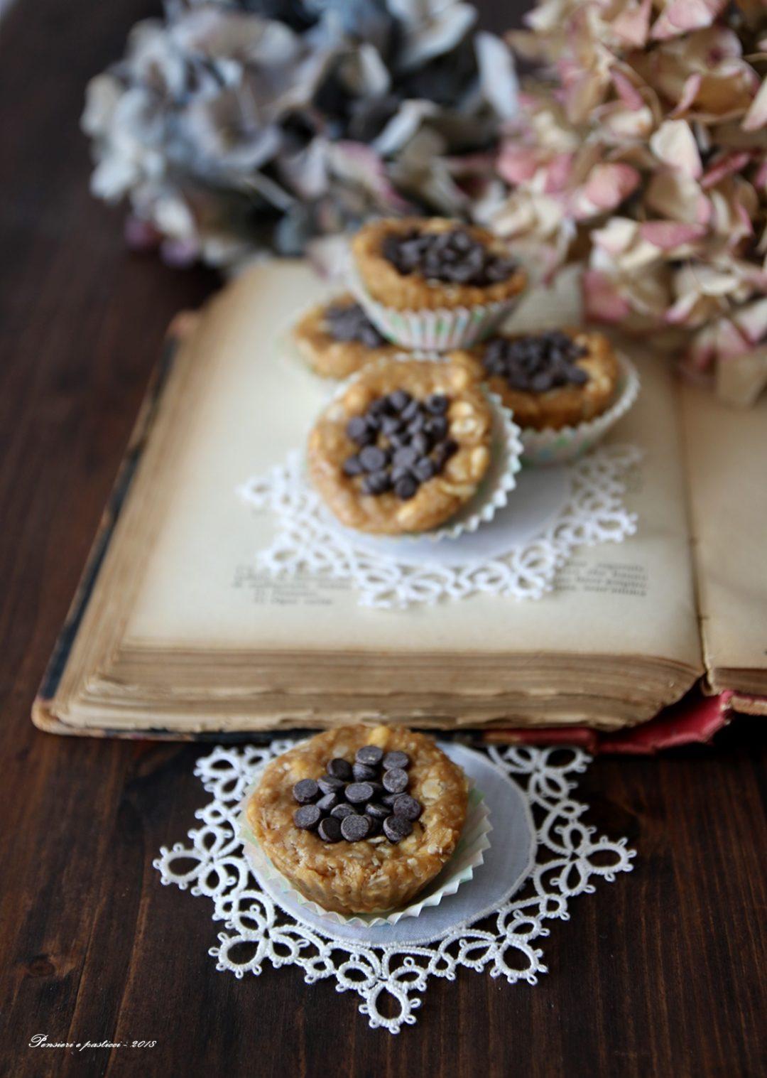 """dolcetti """"no bake"""" all'avena, miele e burro d'arachidi"""