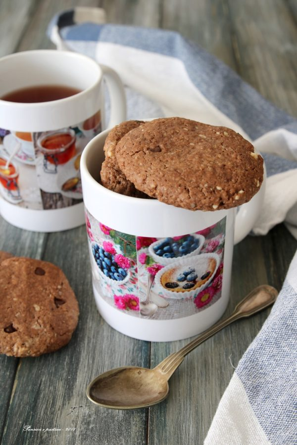 biscotti alla farina di farro, fiocchi d'avena, cacao e nocciole