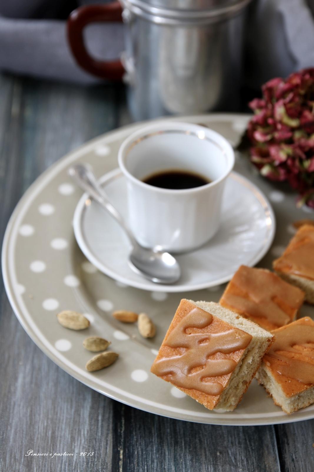 quadrotti soffici al chai glassati al caffè