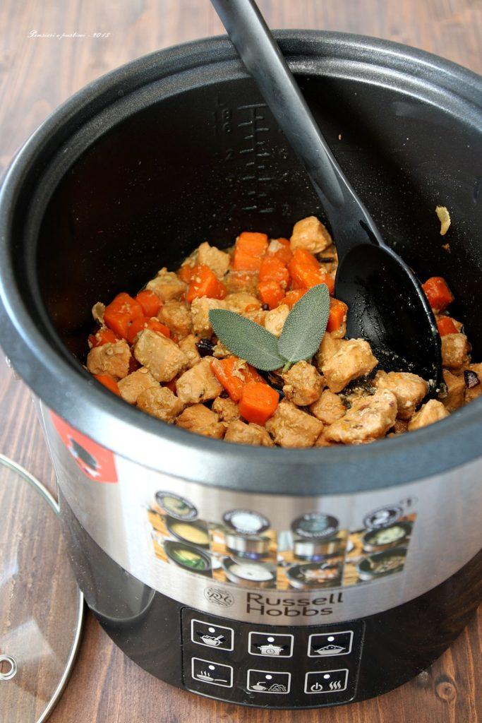 spezzatino di maiale alla birra, carote e spezie