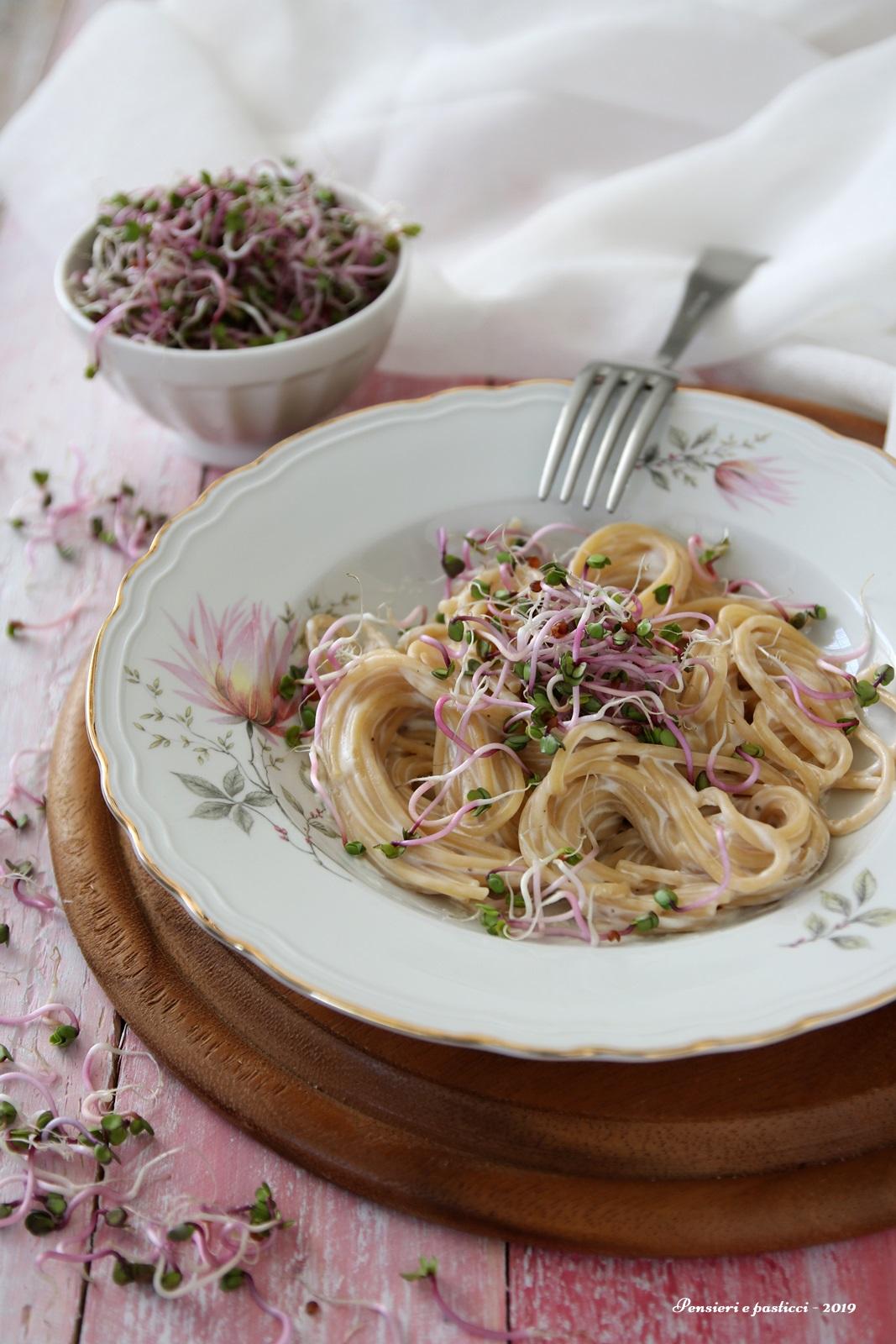 spaghetti integrali ai germogli e crema di pecorino