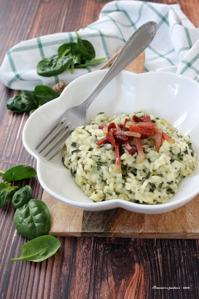 risotto agli spinaci stracchino e speck croccante
