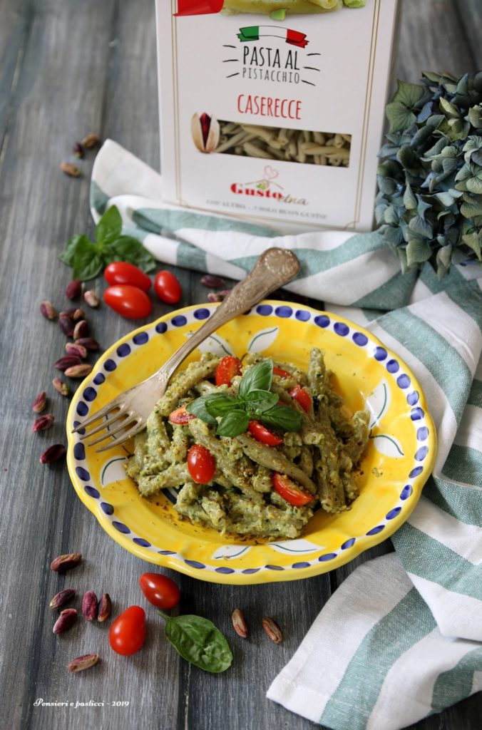 caserecce al pistacchio con pesto di zucchine, mandorle e pomodorini