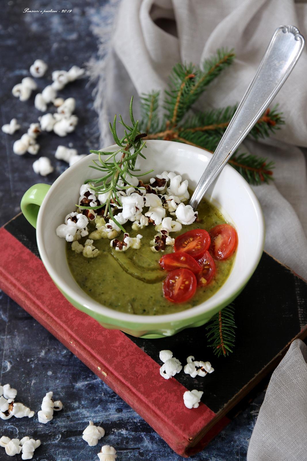 Crema di ceci e zucchine con popcorn e pomodorini