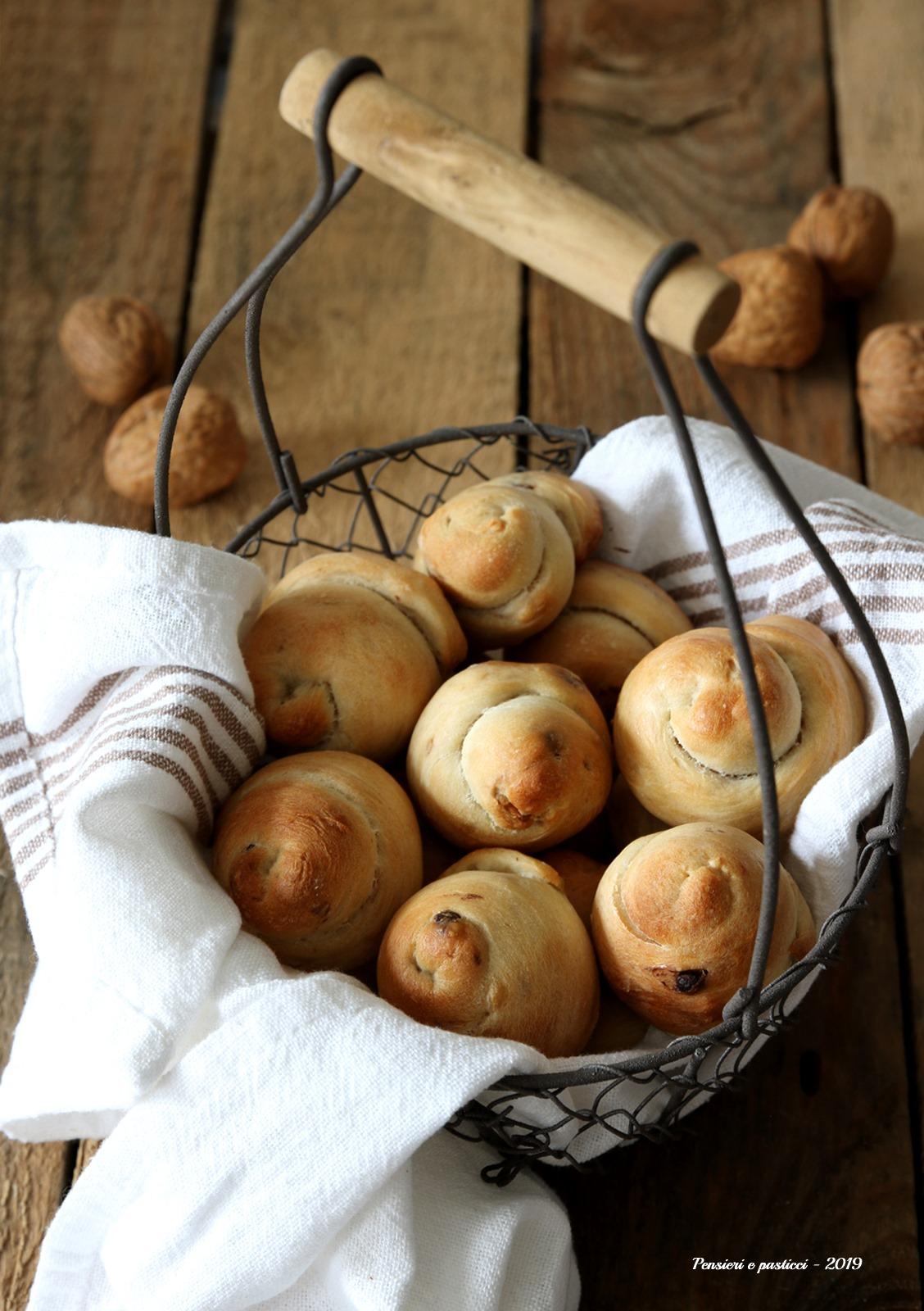 chiocciole di pane noci e cioccolato