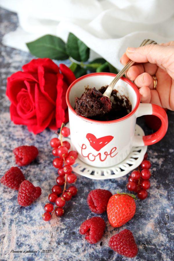 mug cake cioccolato e frutti rossi