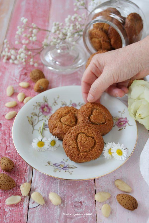 biscotti alle mandorle e miele