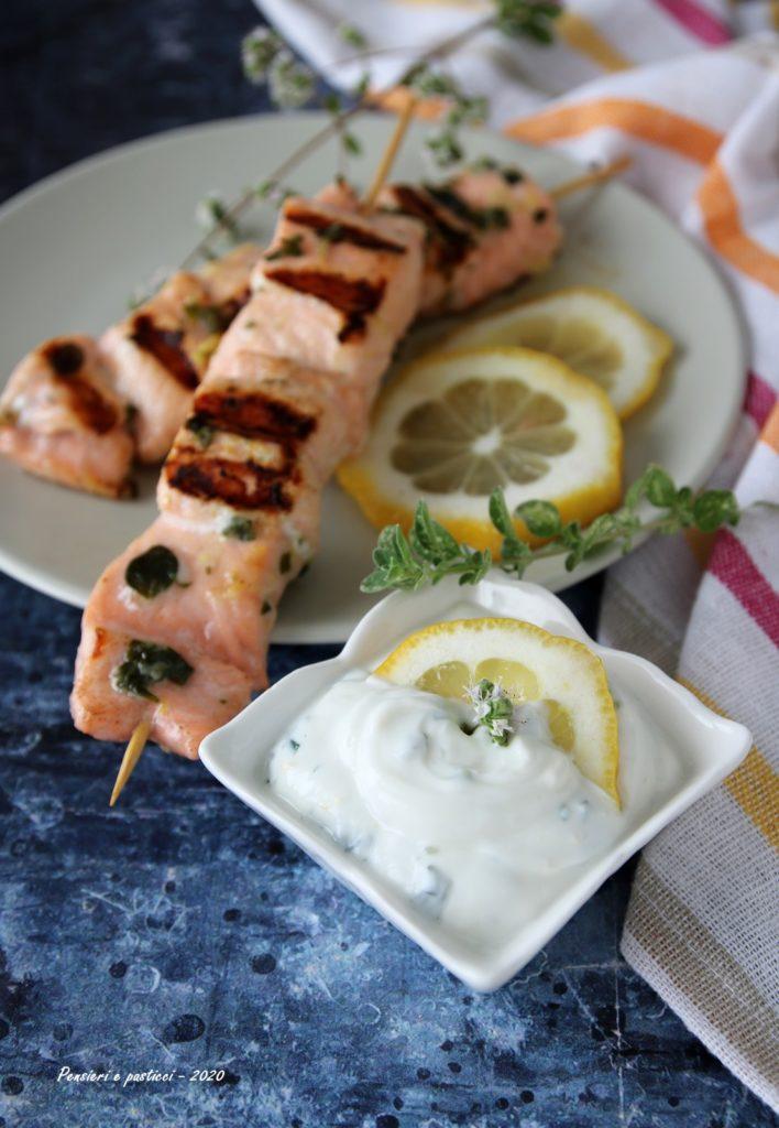 spiedini di salmone marinati alla griglia