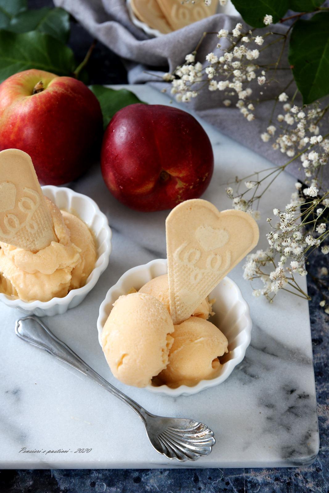 gelato alla pesca e yogurt