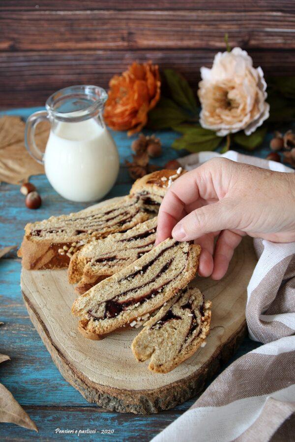 biscotti arrotolati abruzzesi con confettura
