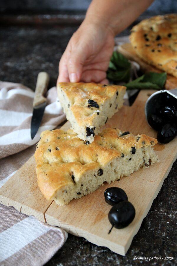 focaccia ligure con polpa di olive