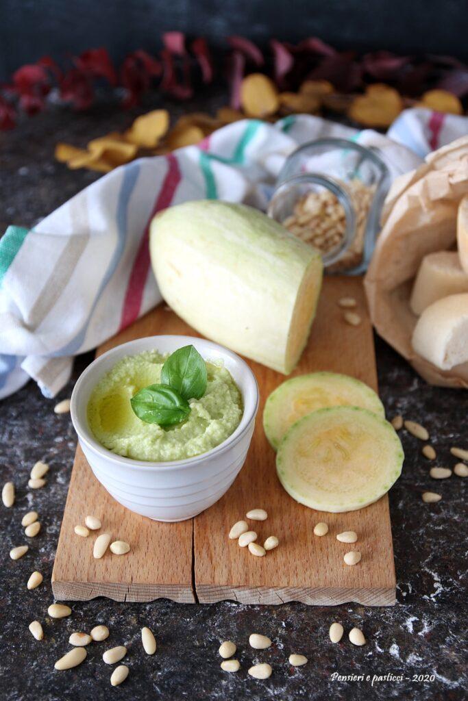 Pesto di zucchine trombetta e pinoli