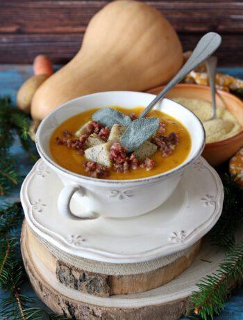 crema di zucca allo zenzero con polenta saracena e salsiccia croccante