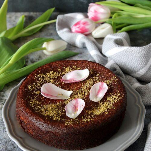 Torta alle pere pistacchi e rose di Nigella
