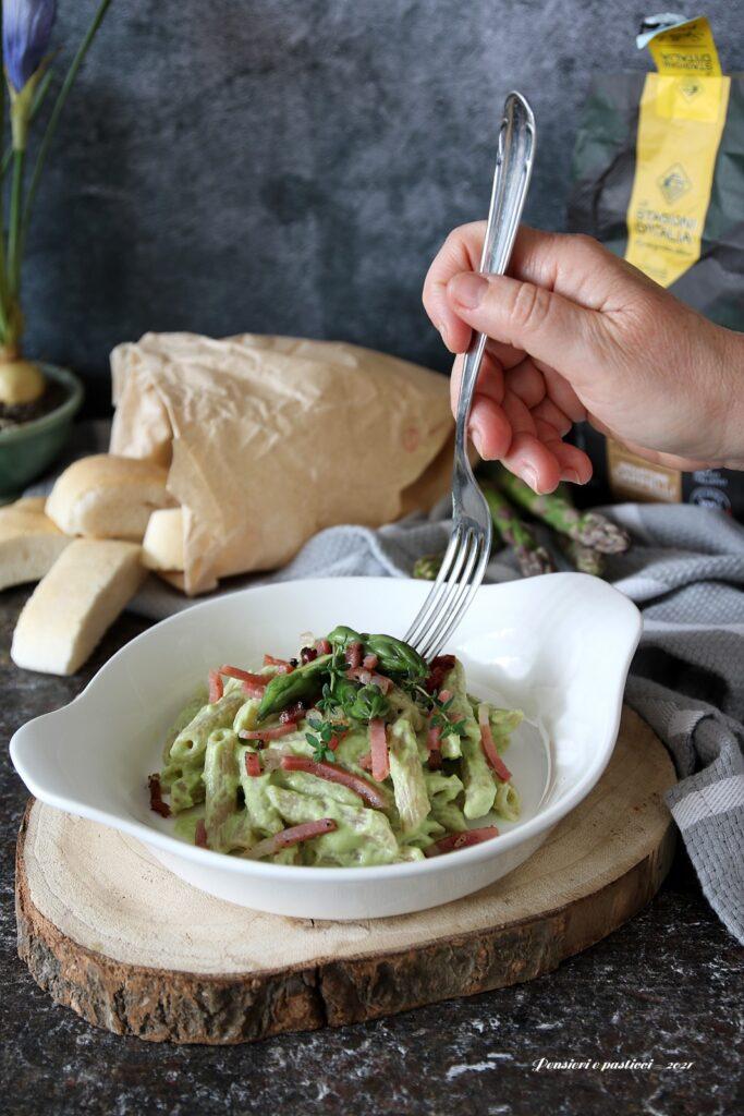 pasta alla crema di caprino asparagi e speck croccante