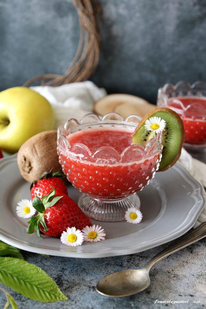 estratto alle fragole mela e kiwi