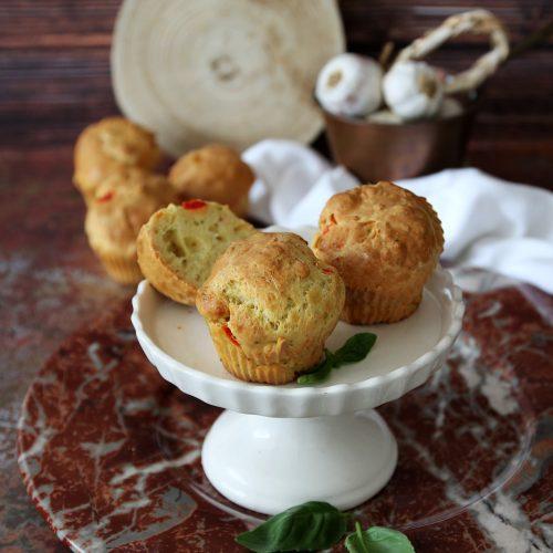 muffins salati ai peperoni e basilico
